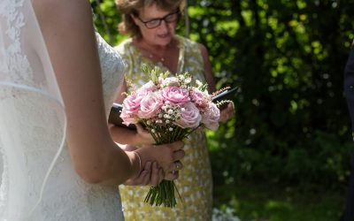 4 reasons why you should NOT use a Wedding Celebrant